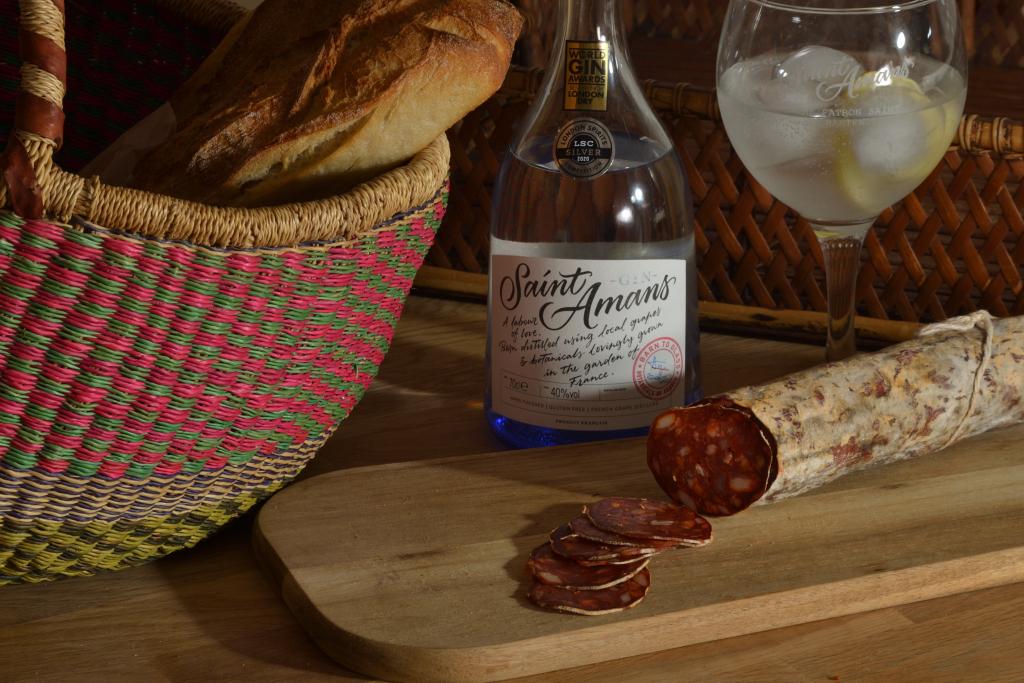 Saint Amans gin and saucisson