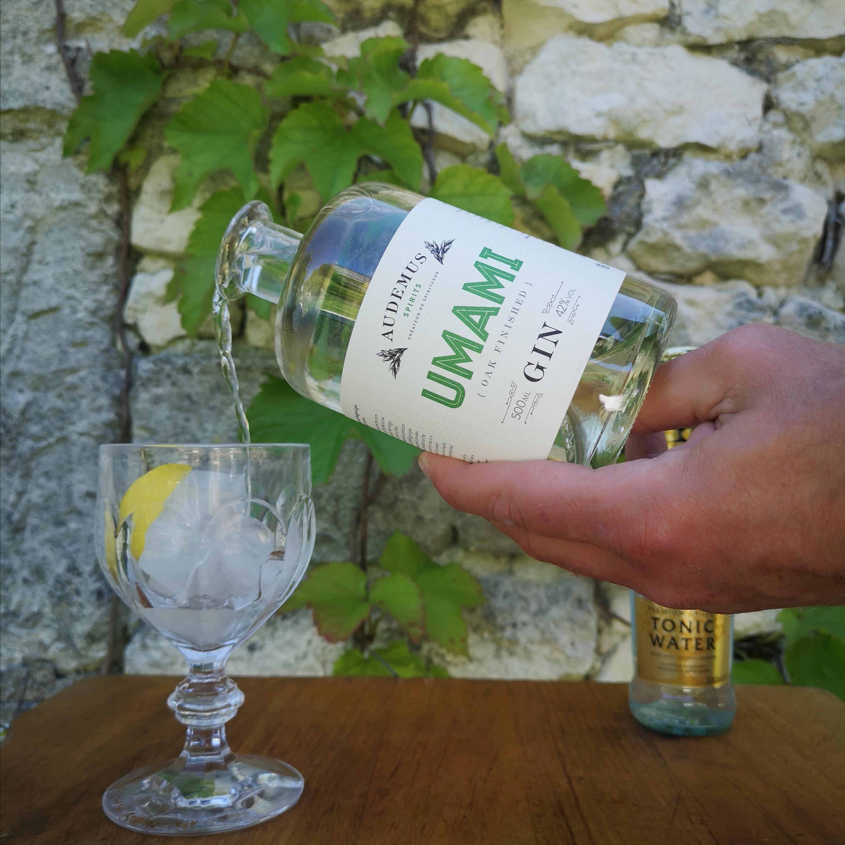 Umami Gin pour